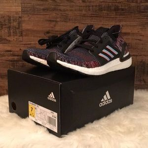 NIB Adidas Ultra boost 19 J Mens 7/Womens 8.5